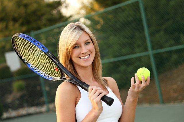 happy-tennis-player.jpe