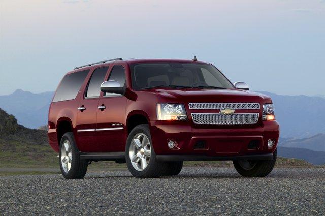 2014-Chevrolet-SuburbanLTZ-003.jpe