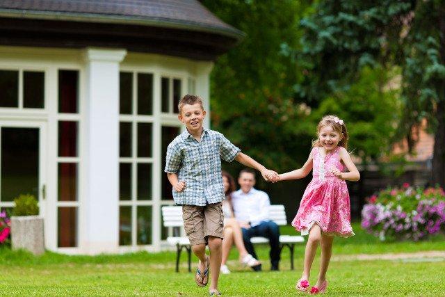 happy-kids-play.jpe