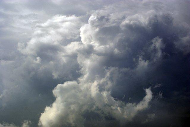 stockvault-storm-clouds115505.jpe