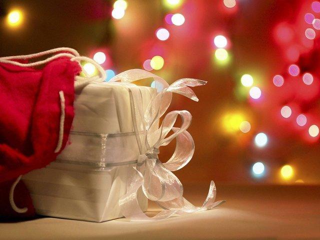 gifts-red_GRACE_web.jpe