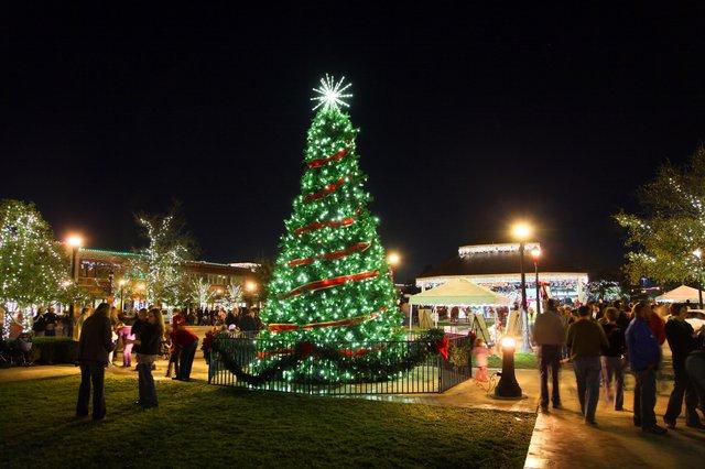 TownSquareCity_Tree_night_web.jpe
