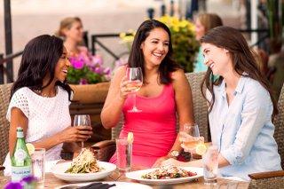 Women-Eating-Brio.jpg