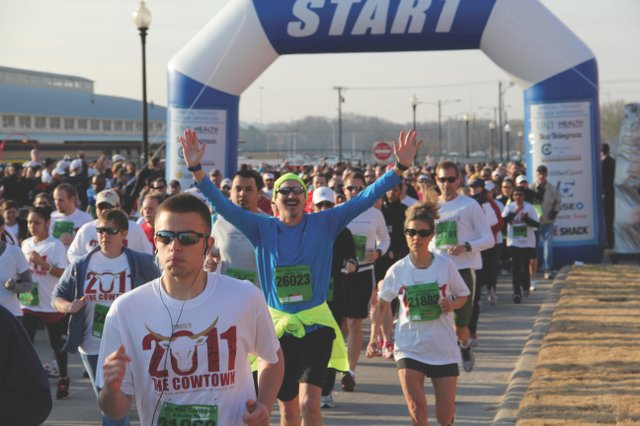 Cowtown marathon Will Rogers start.JPG