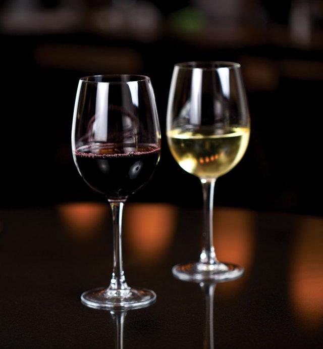 TLKS_BBP1745_WineglassesPair-web.jpg