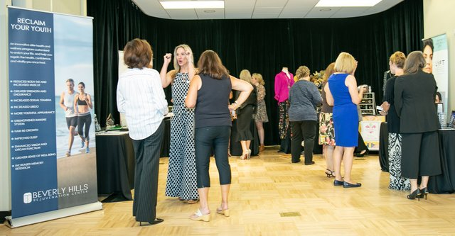 120womenslunch19.jpg