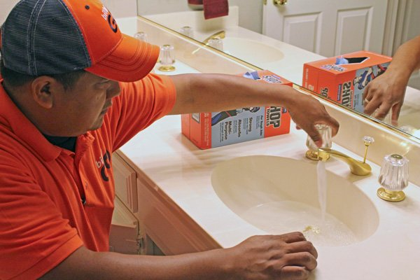 billygo-plumber-waiting-for-hot-water-at-faucet1.jpg