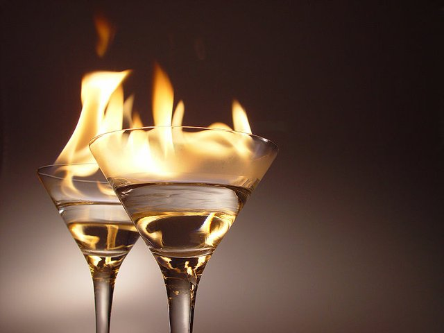 800px-Flaming_cocktails.jpg