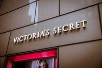 1280px-Victoria's_Secret_Store_4,_722_Lexington_Ave,_New_York,_NY_10022,_USA_-_Dec_2012.jpg