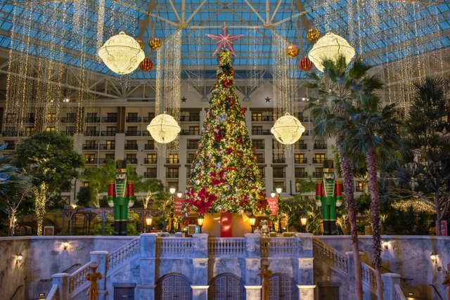 Holiday Decor Indoor Atrium (1).jpg