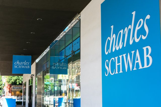 Charles Schwab_HQ.jpg