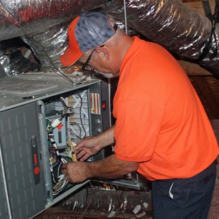 billygo-hvac-tech-checks-for-loose-wiring-during-heater-tune-up.jpg