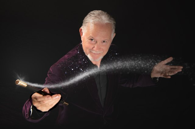 GREGG PHOTO WAND SPARKLE.jpg