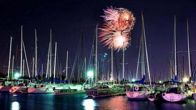 Fireworks over Lake Grapevine-1920x1080.jpg
