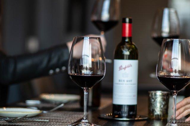 Copy of Riedel-Wine-Room-Hotel-Vin.jpg