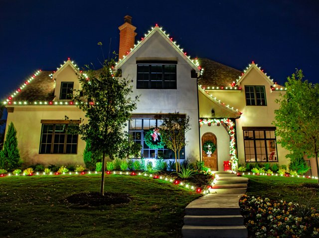 Holiday_20Dream_20Home_exterior_small.jpe