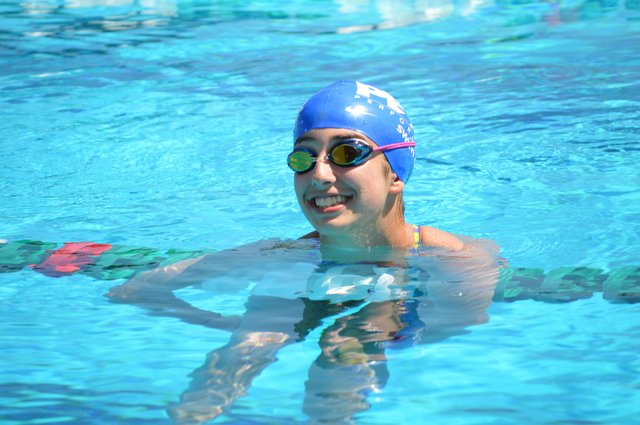 _20Elise_20Smiling_20at_20Peak_20swim_20camp_20pic_201.jpe