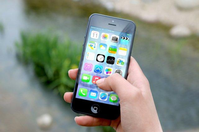 hand-apple-iphone-smartphone.jpe